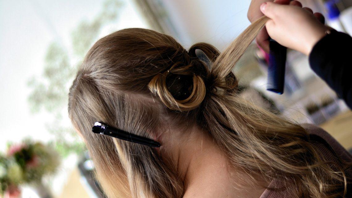 Comment démêler vos cheveux facilement sans les arracher ?